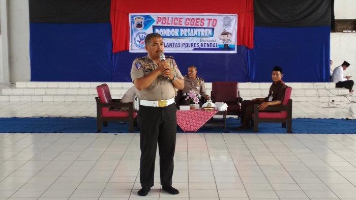 Ditlantas Polda Jateng Gelar Police Goes to Pondok Pesantren Selamat Kendal