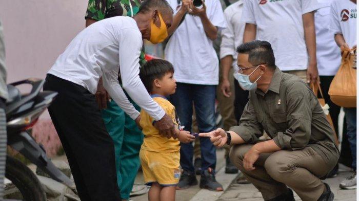 Anggota DPR RI Sugiono, menyapa warga di Keluarahan Bandarharjo, Kecamatan Semarang Utara, Selasa (23/3/2021).