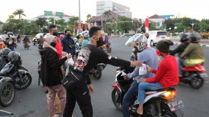 Keluarga Besar Bikers Semarang Bagi 500 Paket Takjil ke Pengguna Jalan