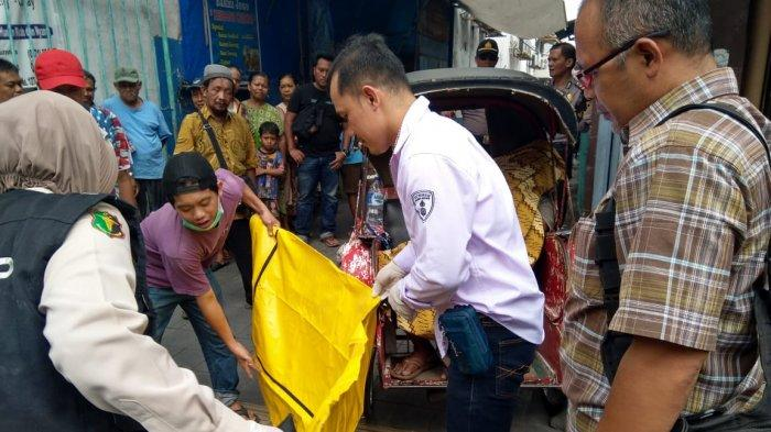 Pengayuh Becak Tiba-tiba Meninggal Dunia saat Duduk di Becaknya yang Bergambar Jokowi-Maruf