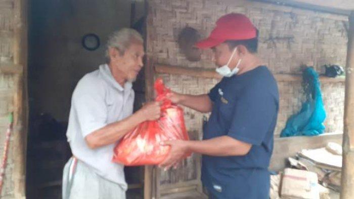 Berikan Bantuan Sembako, Anggota PWI dan IJTI Pati Prihatin Lihat Kondisi Dhuafa