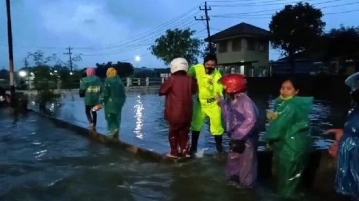 Waspada Banjir Kaligawe Semarang Meninggi, Diguyur Hujan Seharian
