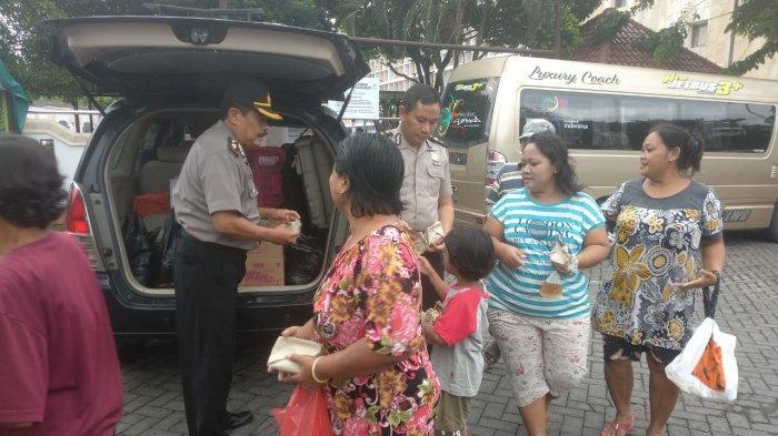 Yanma Polda Jateng Bagi-bagi Nasi Bungkus Gratis, Akan Rutin Tiap Jumat