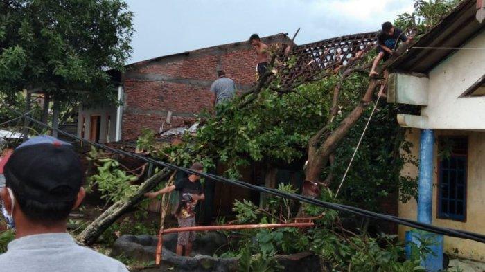 Update Angin Puting Beliung di Mranggen Demak, 170 Rumah Rusak, Ada Warga yang Tertimpa Kanopi