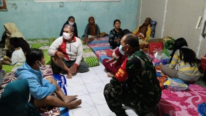 Danramil 12/Mranggen Datangi Korban Angin Puting Beliung di Pengungsian, Beri Dukungan Moril