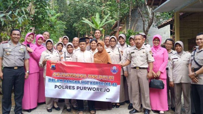 Jelang HUT Korpri, AKBP Indra Kurniawan Mangunsong Pimpin PNS Polri Kunjungi Sesepuh