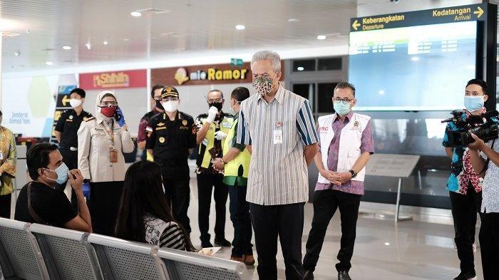 Kepala Kantor Bea Cukai Tanjung Emas Dampingi Ganjar Pranowo Tinjau Kedatangan PMI