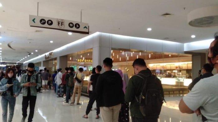 Hari Pertama Bioskop di Solo Dibuka,Petugas Mall Kewalahan Ingatkan Pengunjung Patuhi Prokes