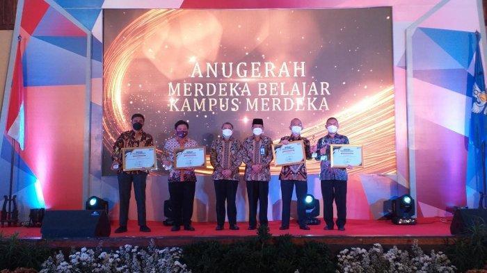 Anugerah Merdeka Belajar Kampus Merdeka (MBKM) untuk Kategori Universitas dan Institut.