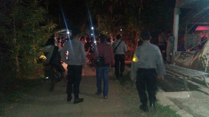 PPKM Level 3, Polisi Bubarkan Lomba Panjat Pinang Disertai Hiburan Organ Tunggal di Pati