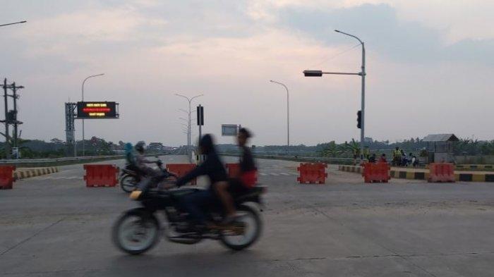 Suasana arus lalu lintas exit tol Bojong.