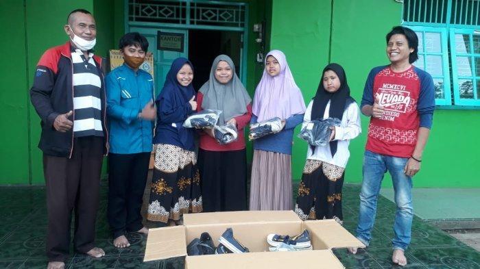 Astrada Batang Lakukan Aksi Peduli Bergerak Sambangi Panti Asuhan Bagi Ratusan Sepatu