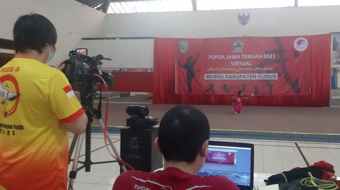 Salah seorang atlet wushu sedang memeragakan gerakannya untuk Popda Jateng. Pada penyelenggaraan kali ini dilakukan secara virtual.