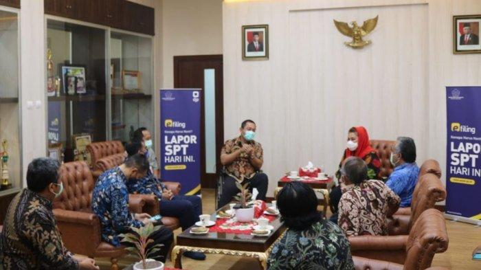 Audiensi DJP Jawa Tengah I dengan Walikota Semarang, Hendrar Prihadi dan Wakil Walikota Semarang, Hevearita Gunaryanti Rahayu, di ruang kantor Wali Kota Semarang, Jumat (15/1/2021).