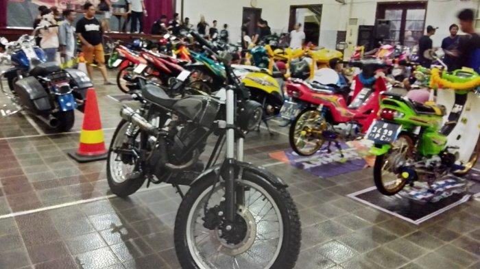 Retro Custom Open Paling Banyak di Motor Contest Smansa 'SMA 1 Semarang' Autofest 2018