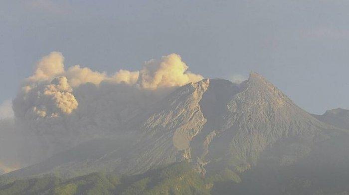 Hujan Abu Tipis Gunung Merapi Guyur Sejumlah Kecamatan di Magelang Pagi Ini