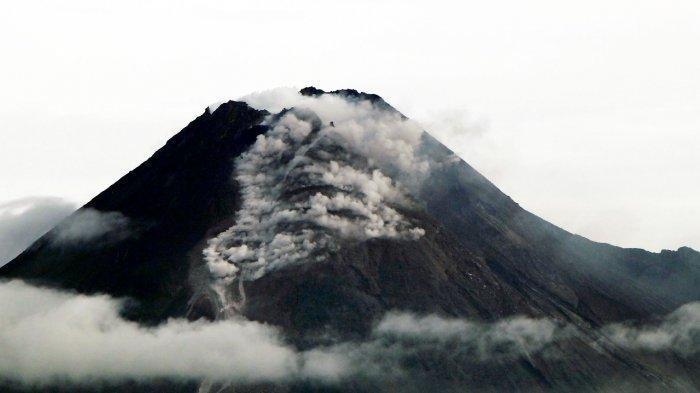 Malam Ini Gunung Merapi Kembali Muntahkan Guguran Awan Panas Sejauh 1000 Meter ke Barat Daya