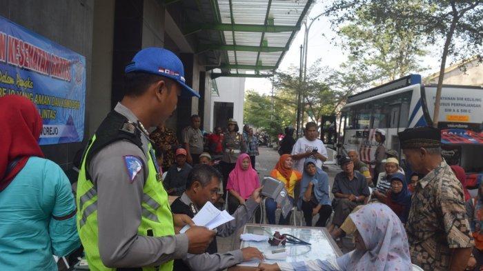 Murni Senang Bisa Bayar Pajak Kendaraan di Pasar Baledono Purworejo