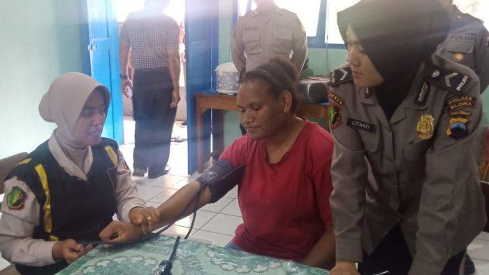 Bakti Sosial Polres Blora, Berikan Pemeriksaan Kesehatan Gratis Bagi Warga Papua
