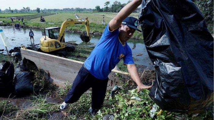 Bersih-bersihSungaiPeringati Hari Habitat Dunia 2018