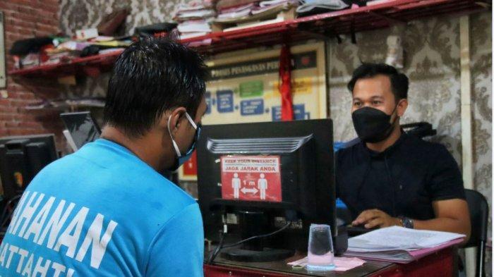 Satu di antara bandar togel di Kecamatan Petarukan Pemalang, dibawa ke Polres Pemalang untuk menjalani pemeriksaan, Jumat (26/3/2021).