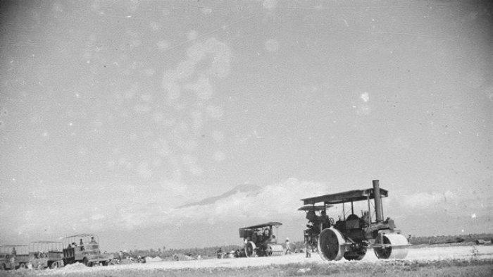 Perbaikan dan pembangunan Pangkalan Udara Wirasaba tanggal 31 Januari 1948. Sumber : Fotocollectie Dienst voor Legercontacten Indonesie