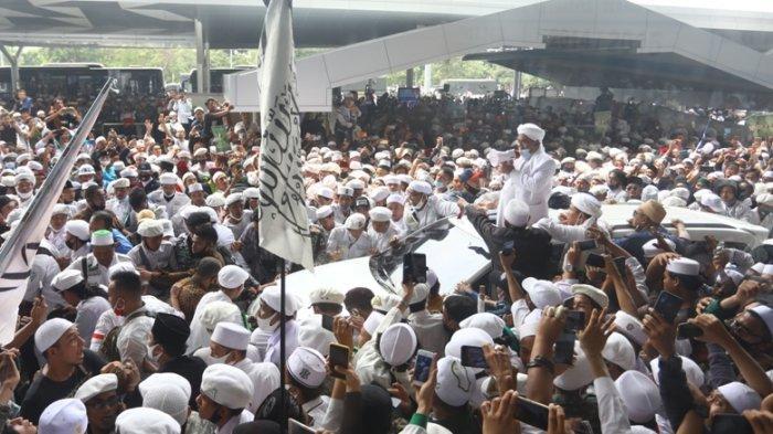 Yunarto Wijaya Sindir Polisi yang Minta Warga Laporkan Kerumunan: Ada sih Pak, tapi Berani Gak?