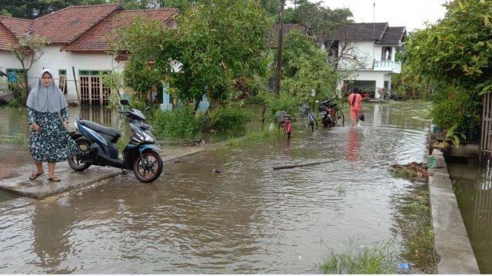 Banjir di Desa Mintobasuki, Kecamatan Gabus, Pati, Senin (1/2/2021).