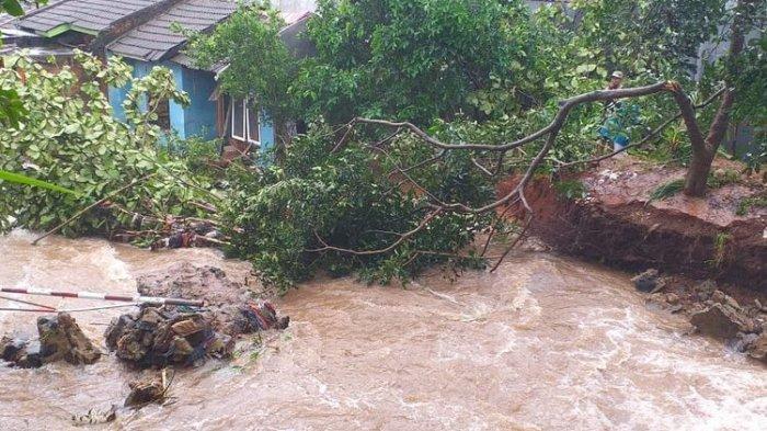 Bagas Terseret Arus dan Tewas saat Dokumentasikan Banjir di Perumahannya