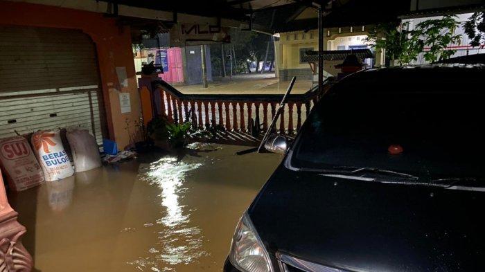 Diguyur Hujan Deras, Banjir Genangi Jeruklegi Cilacap, Dua Ruas Jalan Nasional Lumpuh