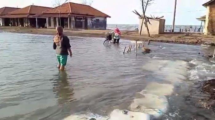 Simonet Banjir Rob, Warga Buka Dapur Umum