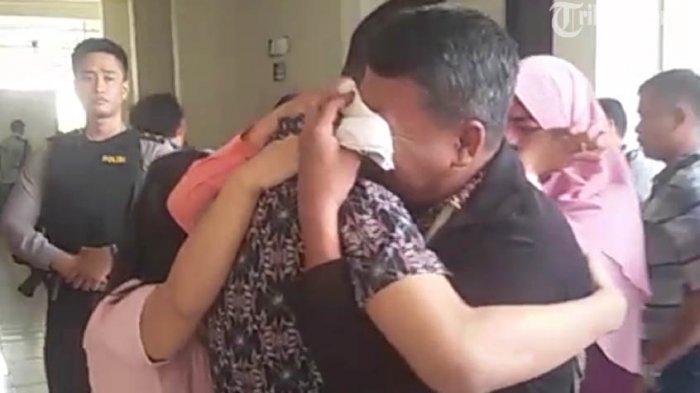Banjir Tangis di PN Semarang Saat Hakim Bacakan Vonis Empat Taruna Akpol (Video)