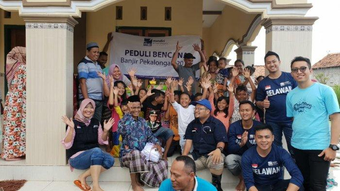 Bank Mandiri Salurkan Bantuan ke 176 Keluarga Terdampak Banjir Pekalongan