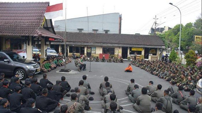 Polres Temanggung Digeruduk Ratusan Banser dan Ansor