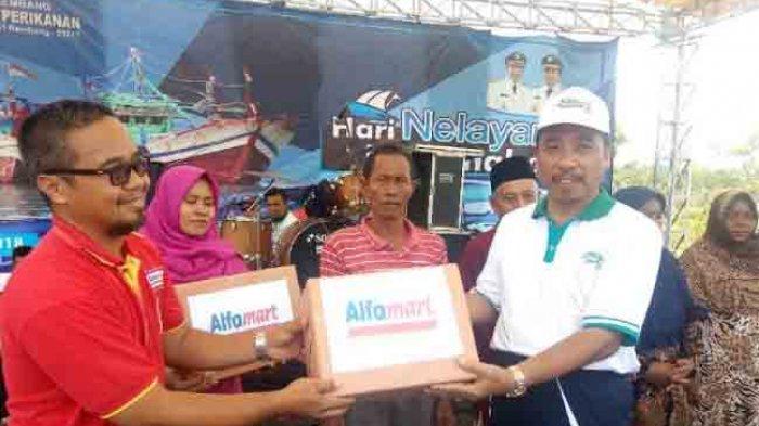 Peringati Hari Nelayan Alfamart Gelar Baksos di Rembang