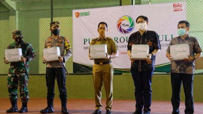Salurkan 5.000 Paket Sembako, PT Pura Group Pastikan Hindari Kerumunan