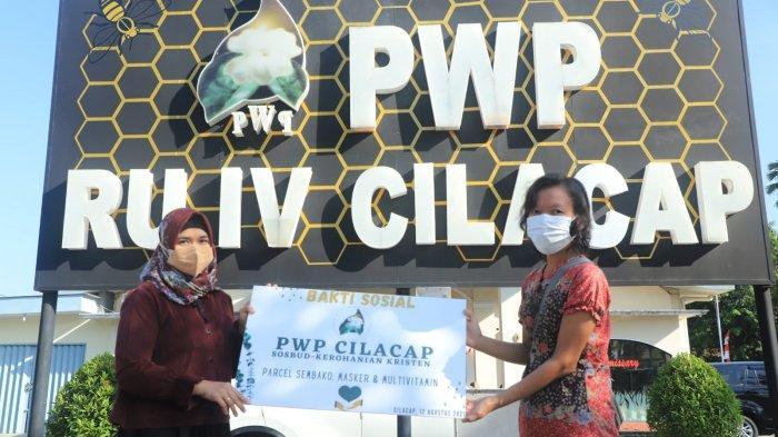 Organisasi Istri Pekerja Pertamina RU Cilacap Salurkan Paket Sembako dan Kesehatan