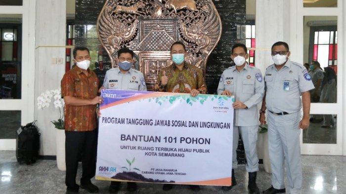 Jasa Raharja Beri Bantuan 101 Pohon Tabebuya ke Wali kota Hendi, Siap Ditanam di Kota Semarang