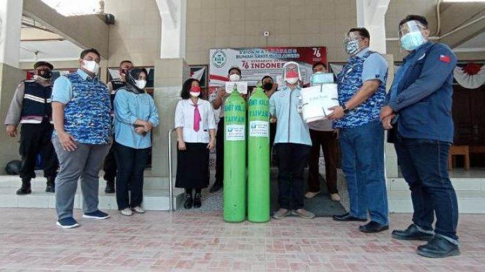 Kado HUT Ke-76 RI, Demokrat Pati Salurkan Bantuan Tabung Oksigen untuk Puskesmas dan Rumah Sakit