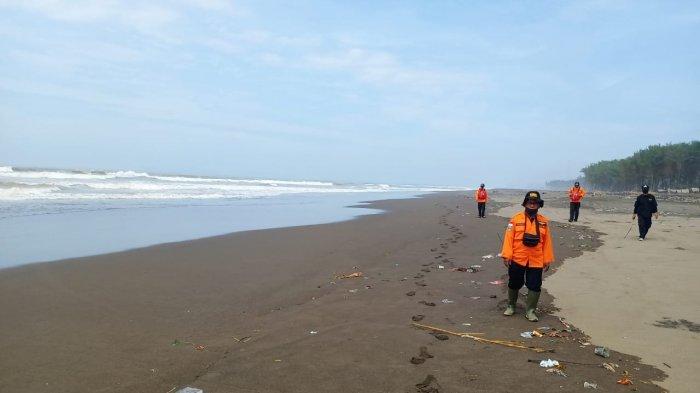 Perahu Nelayan di Cilacap Terbalik Dihantam Ombak Besar, 3 Selamat 1 Masih Dalam Pencarian
