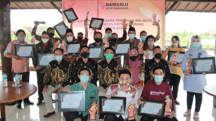 Pilwakot Rampung, Bawaslu Kota Semarang Beri Penghargaan Kepada Panwaslu Berprestasi