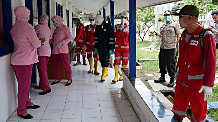 Bhayangkari Wonogiri Gandeng Palang Merah Indonesia Semprot Cairan Disinfektan
