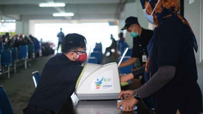 Bea Cukai Tanjung Emas Melakukan vaksinasi Covid-19 di Pelabuhan Tanjung Emas, Jumat, (26/02/21).