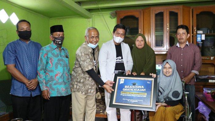 Rahma Disabilitas Berprestasi Senang Dapat Beasiswa Full Gratis dari UMP Purwokerto