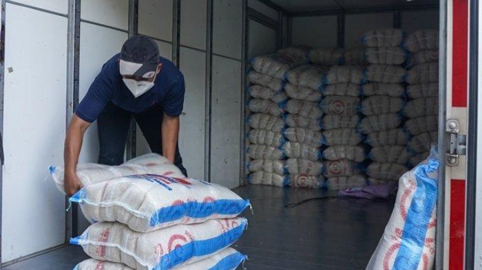 Di Tengah PPKM Darurat Perusahaan di Semarang Ini Bagi-bagi 6000 Kantong Beras untuk Warga Terdampak