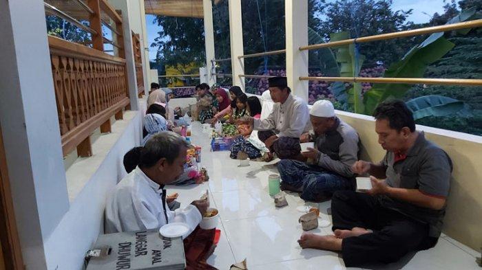 Tradisi Buka Puasa Bersama di Langgar Dhuwur, Musala Bersejarah Bergaya Melayu