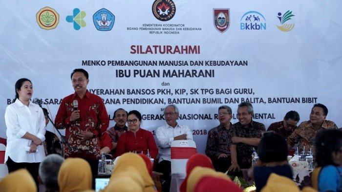 Menko PMK Puan Maharani Berikan Bantuan ke Warga Boyolali Disaksikan Bupati Seno Samodro