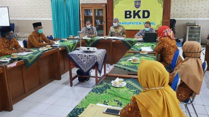Guru Honorer di Kabupaten Tegal Mengadu ke Kepala BKD: Kami Ingin Diangkat