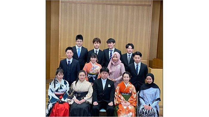 Bersama para dosen Takamatsu University