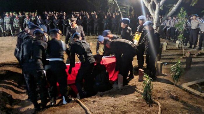 Innalillahi Wa Innailaihi Rojiun! Anggota Brimob Yang Meninggal di Papua Dimakamkan di Pati
